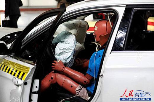 宝马3系LI碰撞测试 真金不怕火炼高清图片