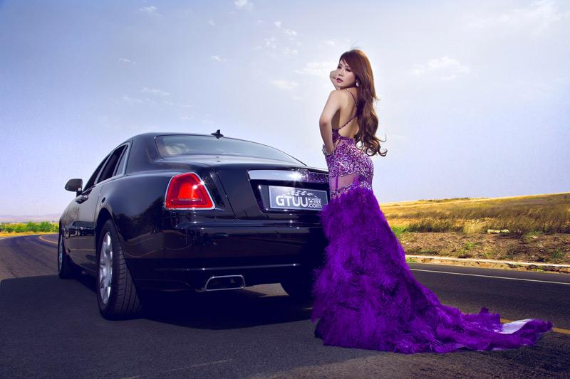 假若美女是迷人的风景线,那豪车便是让人心动的艺术品,当性感女神与