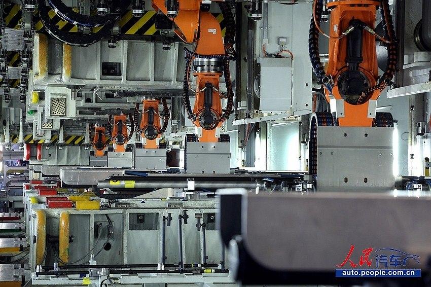 冲压车间机器人抓手图片