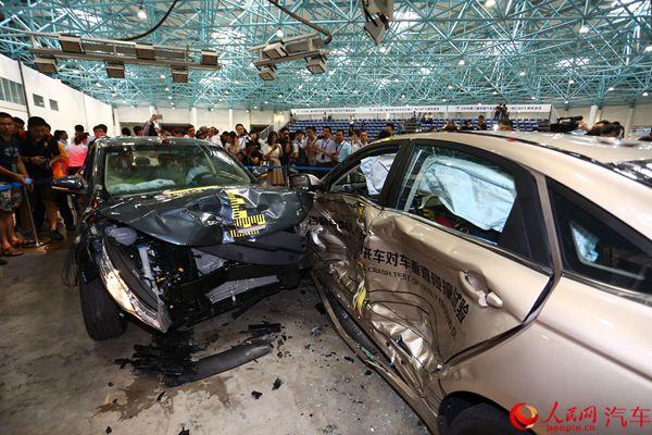 车安全日举办 帝豪GL车对车垂直碰撞近满分高清图片