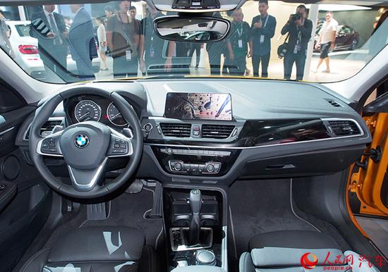 华晨宝马全新1系运动轿车下线 明年上市