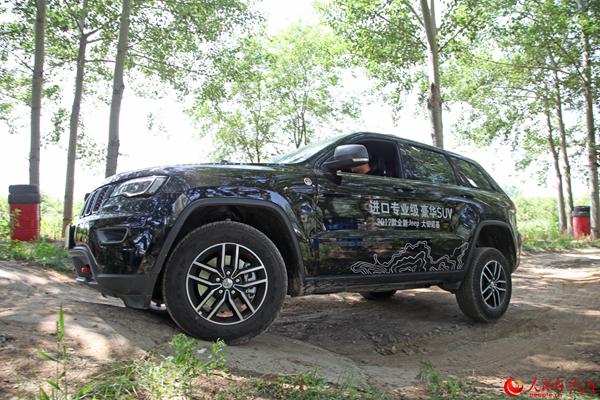 专业四驱傲视同侪 试驾Jeep大切诺基Trailhawk