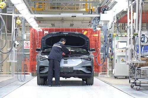 产业观察:应对疫情影响汽车企业复工主动求变