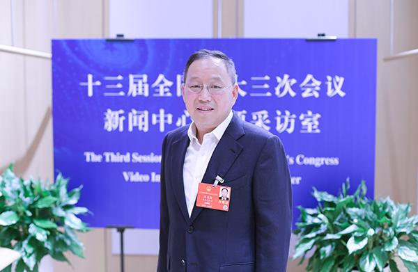张兴海代表:推动西部大开发稳固新能源车健康发展之路