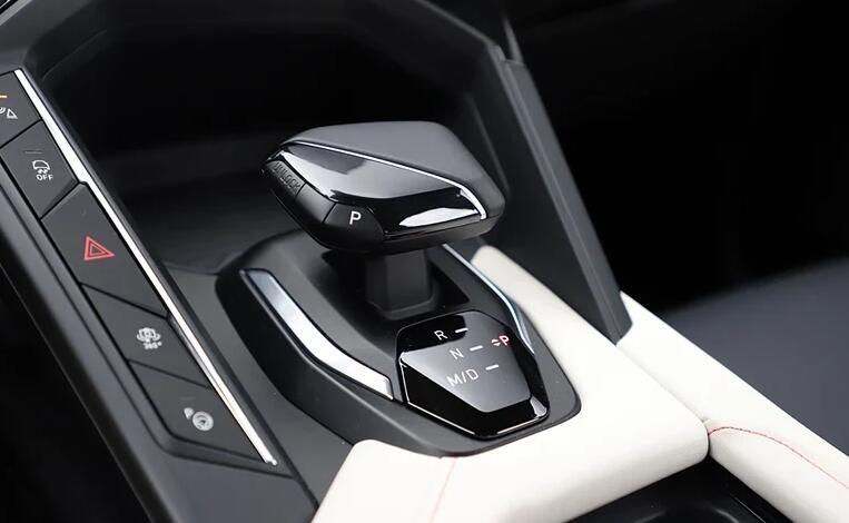 领克06正式亮相将推燃油及插电两种版本车型