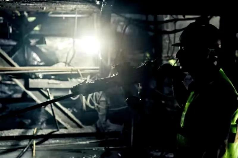 汶马高速狮子坪特长隧道全线安全顺利贯通