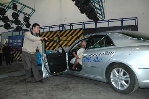 一汽丰田REIZ锐志碰撞试验现场高清图片