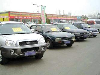 出租车司机赵先生:上海出租车4年60万公里就要淘汰,我们一天跑