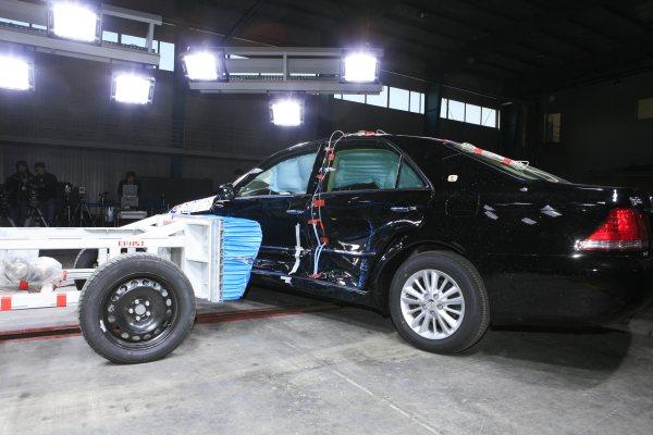 碰撞试验图片 丰田皇冠 汽车 -碰撞试验图片 丰田皇冠高清图片