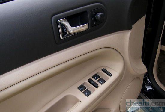 驾驶席侧车门控制按键