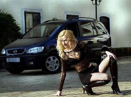 欧美金发美女用野性激情诠释车概念