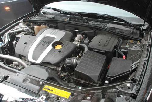 圣达菲推1.8t排量新车 弃用 现代车标高清图片