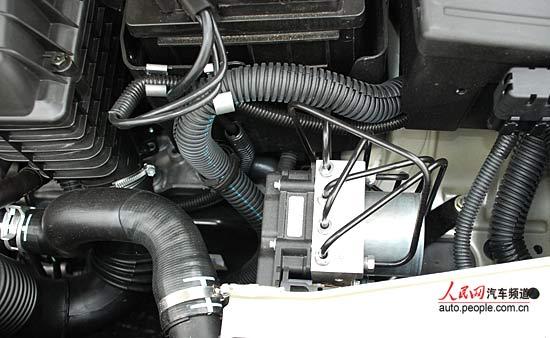 组图:新爱丽舍发动机仓细节 (7)