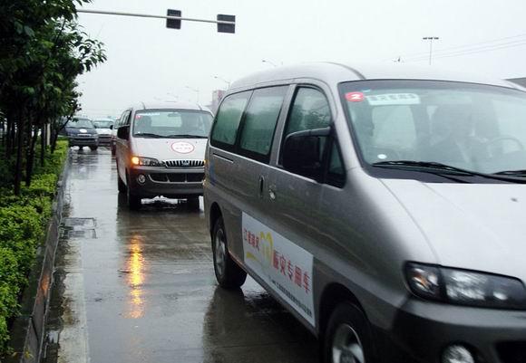 江淮汽车捐赠200万元的车辆抗灾高清图片