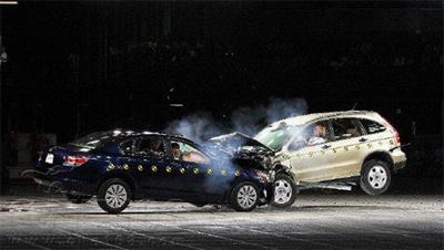本田crv、雅阁两个五星+车型的对碰试验高清图片