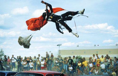 世界上最厉害的汽车特技 - 飞翔龙卷风 - 网闻·博采·家国·人生