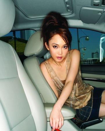 新加坡小龙女范文芳香车写真