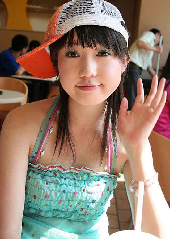 人体艺术新秀张筱雨 摩托车上的魅力女孩
