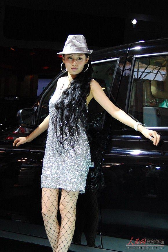 长春车展看车模:美女如云 大网黑丝迷人