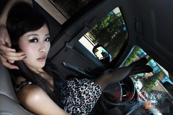 豹纹女车内丝袜诱惑 (3)
