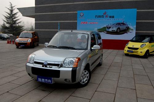 车型改装的纯电动车,是一款配备锂铁动力电池的SUV纯电动汽车,高清图片