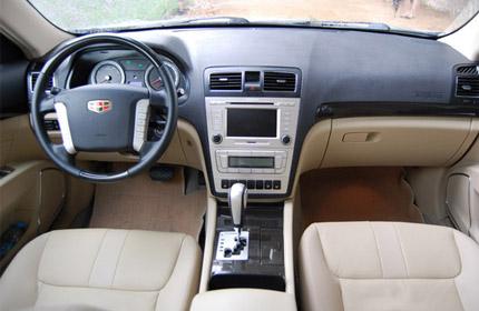 接近c级车的空间设计让帝豪ec825车内空间成为了一大优势.